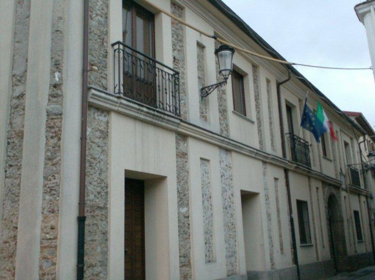 CARDINALE - Palazzo Romiti, sede del municipio