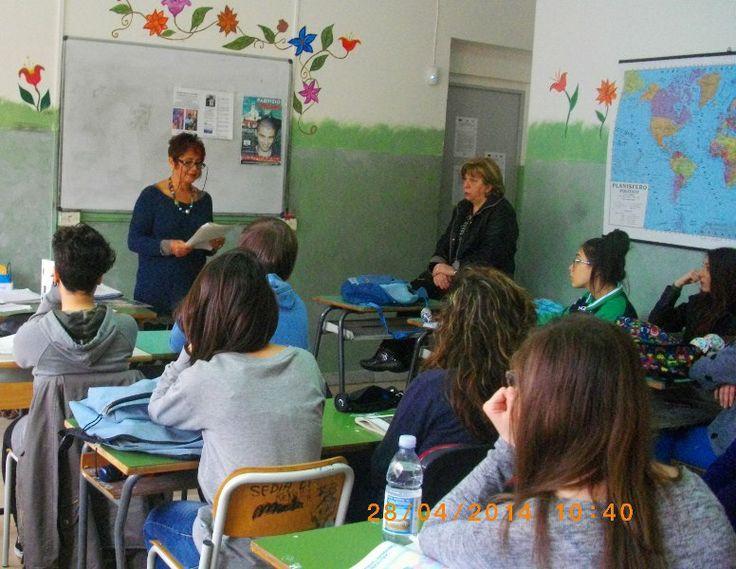 """Mamma Caterina con gli studenti del liceo """"Campanella"""" di Lamezia Terme"""