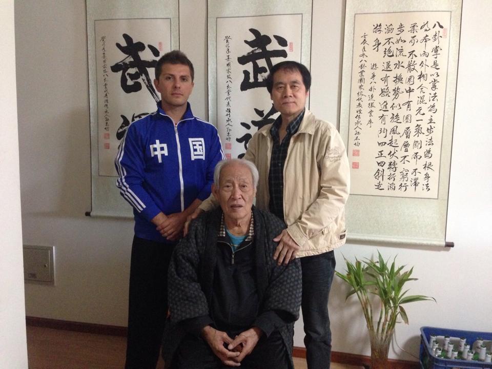 Il maestro Massimo Scalzo con i suoi gran maestri di Pechino