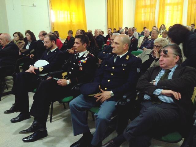Il pubblico e le autorità presenti all'inaugurazione