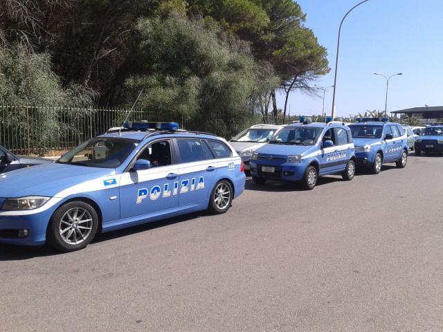I mezzi della Polizia stamane sul lungomare Odisseo di Squillace