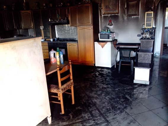 Come si presenta la casa della famiglia squillacese dopo l'incendio