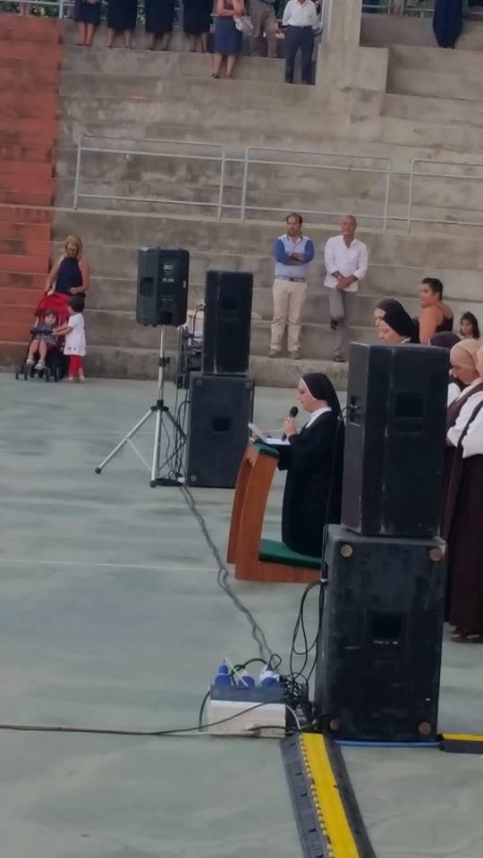 Suor Maria Carmen mentre rinnova i voti