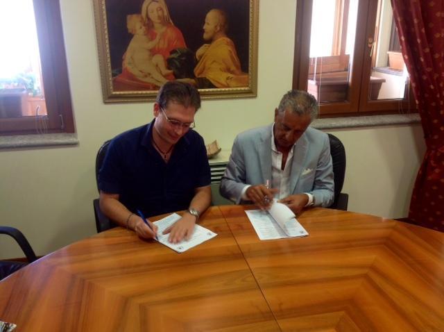 Gallelli e Manno al momento della firma del protocollo