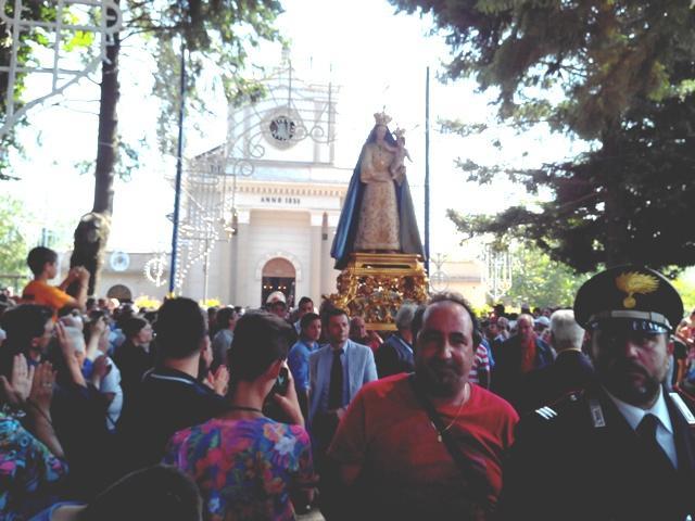 Profonda devozione: la Madonna delle Grazie in processione