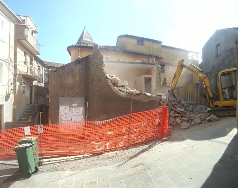I lavori davanti alla chiesa matrice