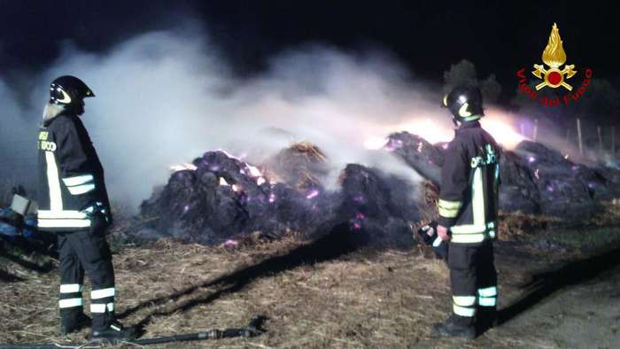 Incendio mezzi a Lamezia Terme