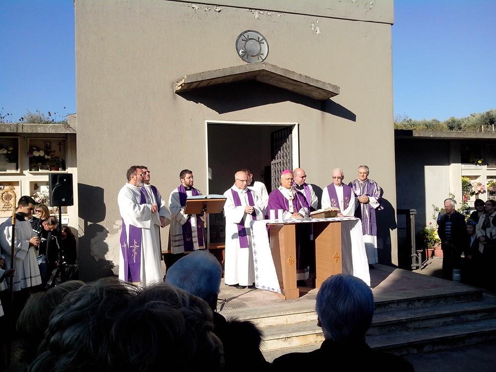 La celebrazione presieduta da monsignor Bertolone
