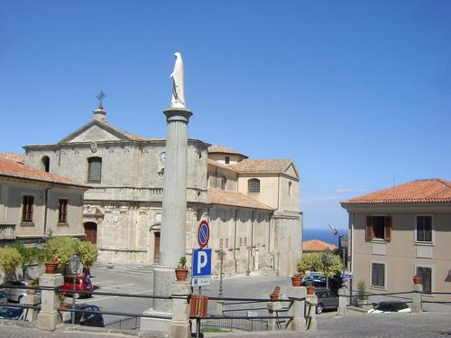 Squillace, veduta di piazza Vescovado