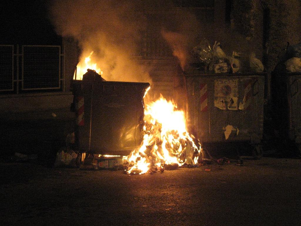 cassonetti fiamme