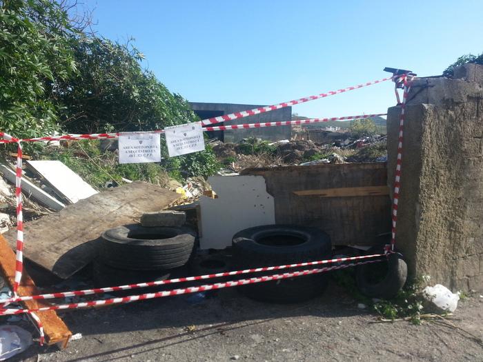 Polizia sequestra discarica abusiva di rifiuti speciali a Catanzaro