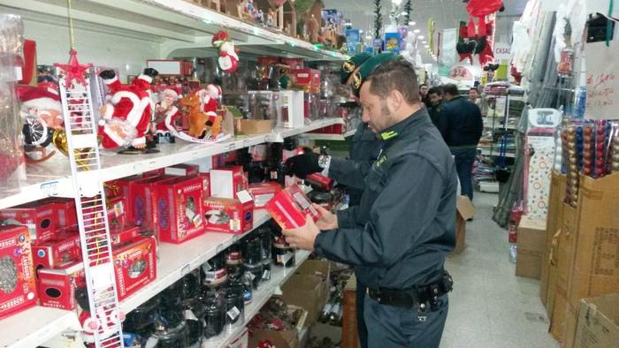 Sequestrate luminarie natalizie a Catanzaro