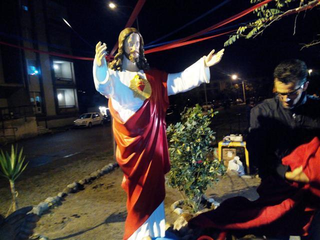 La statua del Sacro Cuore che ha dato il nome alla piazzetta