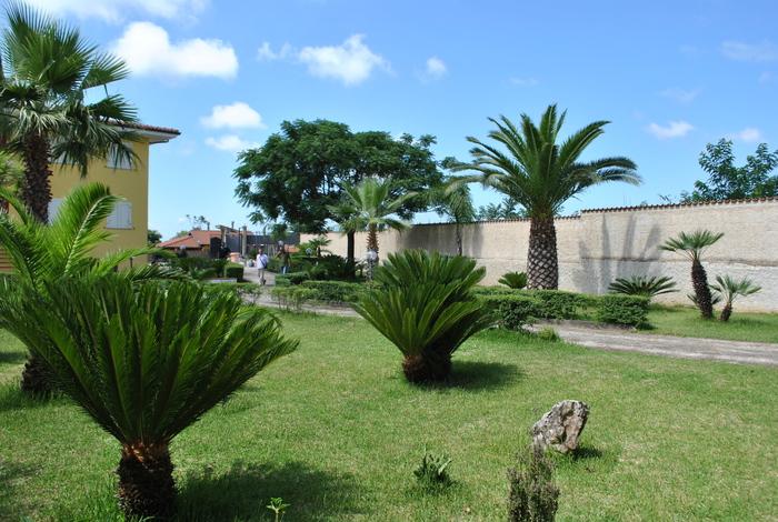 Droga: polizia sequestra villa a presunto spacciatore