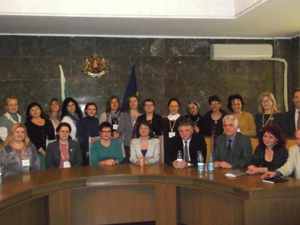 Foto di gruppo per i protagonisti di Erasmus Plus: come ai tempi della scuola