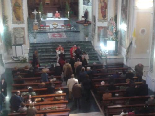 Un momento della messa solenne nella basilica - cattedrale