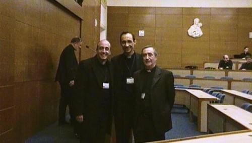 Don Roberto accanto ai relatori