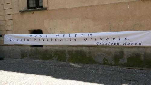 striscione grazie oliverio