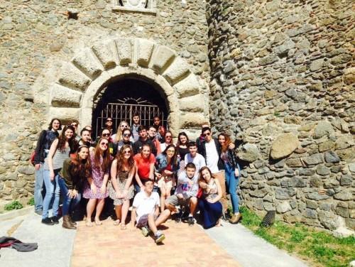 Studenti bostoniani e soveratesi davanti al Castello Normanno