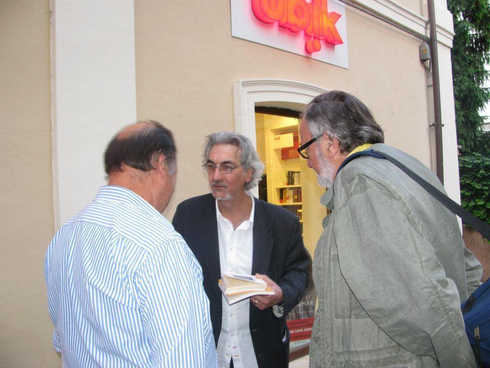 Carmelliti (al centro)